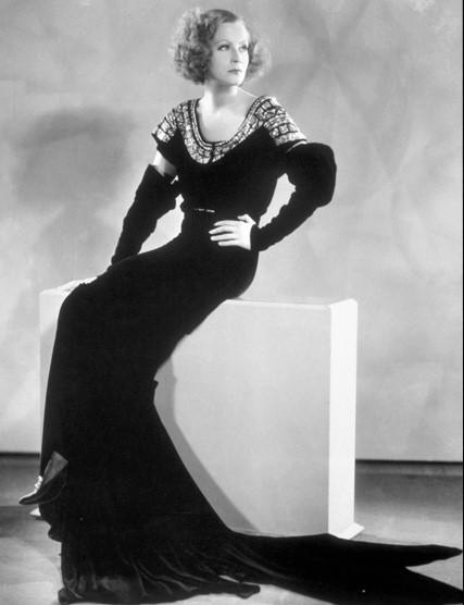 Moda e stile negli anni 30 cinelettemoda for Divani stile anni 30